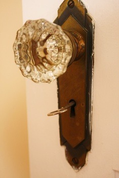 Picture of a glass doorknob
